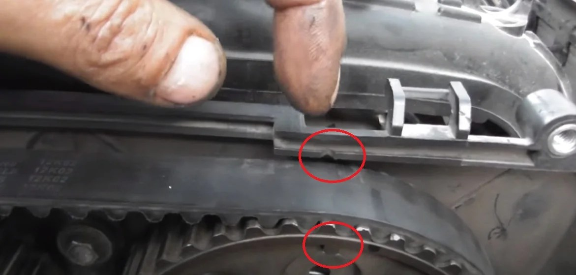 Properly set marks on the camshaft of the 16-valve engine