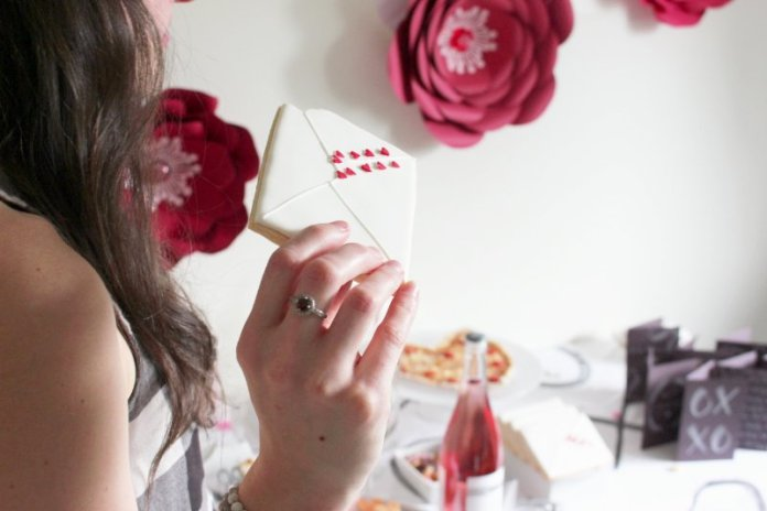 Cheers To Good Friends! A Valentine's Day Party Tutorial! 14
