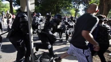 Protestanti rastjerani suzavcem i gumenim mecima - Avaz, Dnevni avaz, avaz.ba
