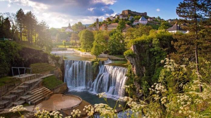 Plivski vodopad u Jajcu je jedan od 12 najljepših na svijetu - Avaz, Dnevni avaz, avaz.ba