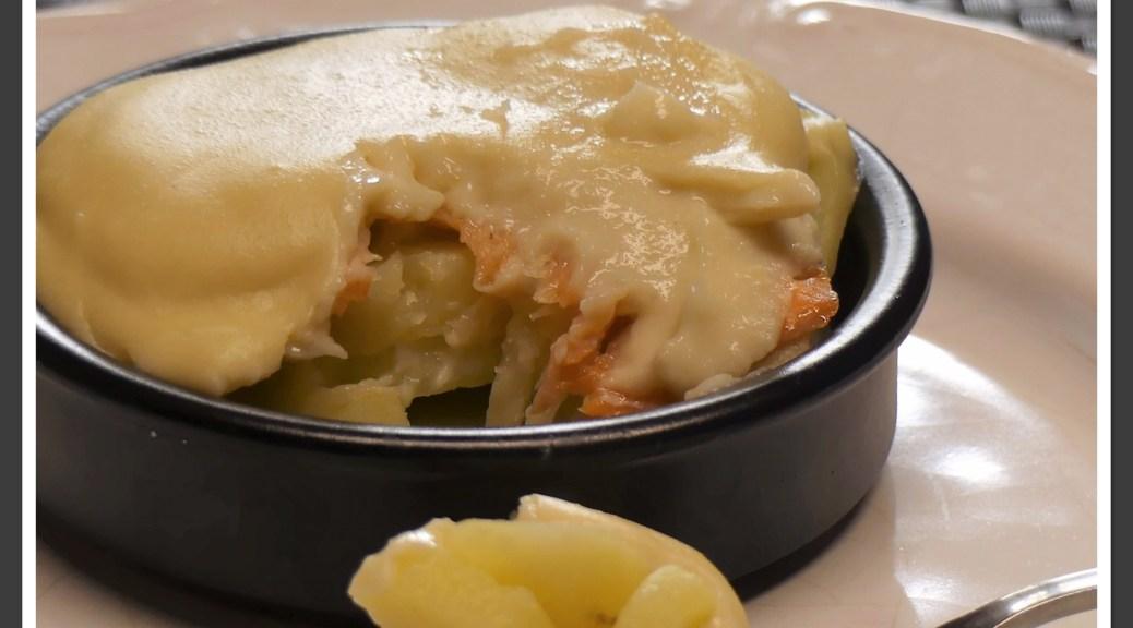 Gratin de pommes de terre et poireaux au saumon
