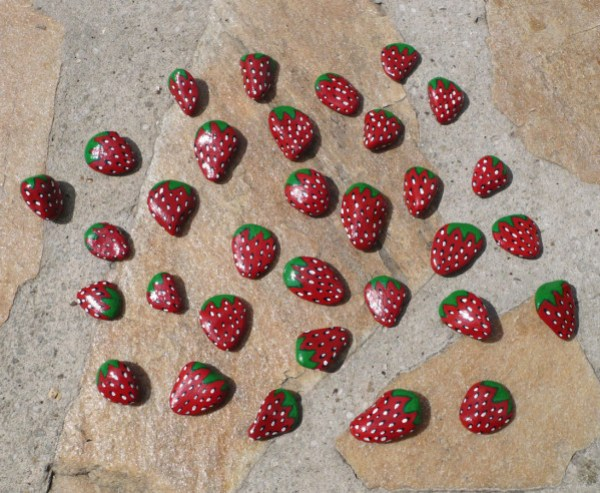 fraises-peinture-cailloux.jpg