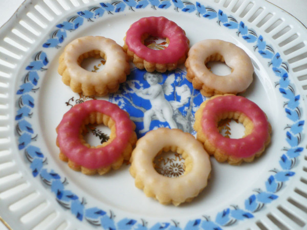 biscuit-donut-glacage-rose-sucre-glace.jpg
