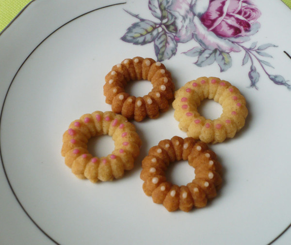 biscuit-glacage-sucre-glace-rose.jpg