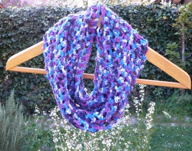 écharpe reliée au crochet 2 pelotes