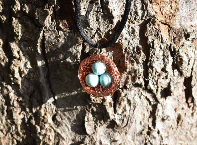 pendentif-nid-perles-fil-de-cuivre
