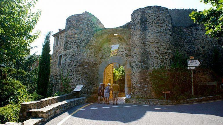 Castelnou, un bonito pueblo medieval en Occitania