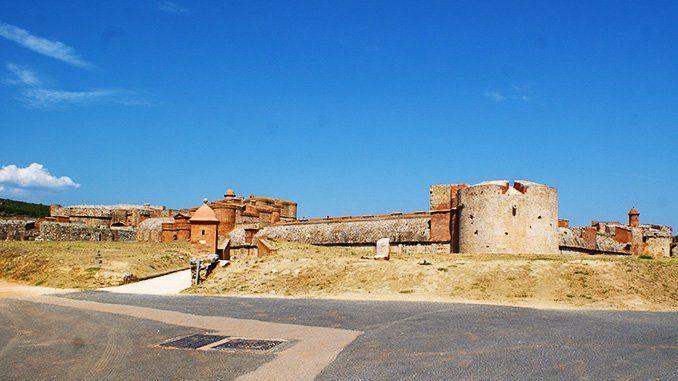 Vista general de la fortaleza de Salses por la entrada sur.