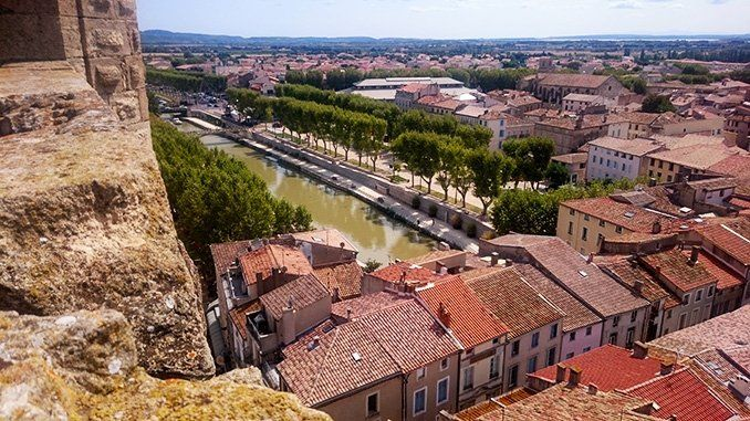 Vista del canal de la Robine y parte de la ciudad, desde lo alto del torreón Gilles Aycelin.