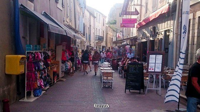 Una calle de Gruissan.