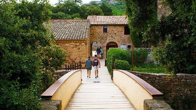 De camino hacia la recepción de la abadía de Fontfroide