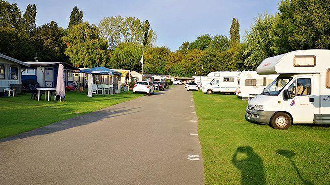 33 días y 32 noches en caravana por Europa: Camping de Vidy, Lausanne.