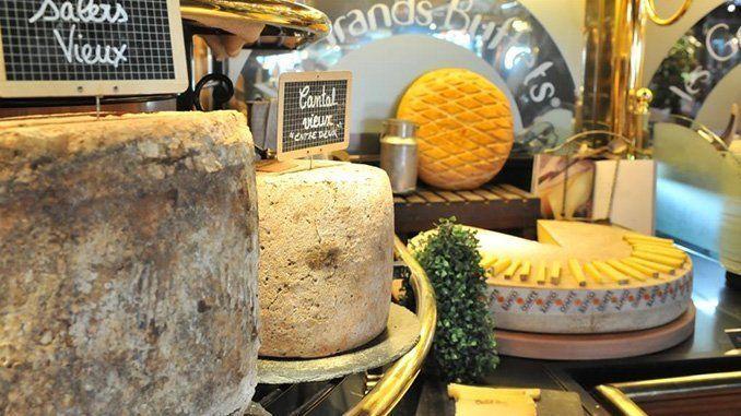Uno de los mayores buffets de quesos de Europa. Foto: Les Grands Buffets.