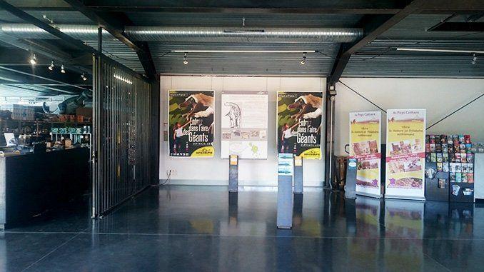 Entrada al Museo de Dinosaurios de Espéraza