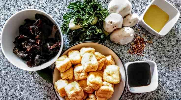 ingredienti per Tofu con Cavolo e Funghi Cinesi