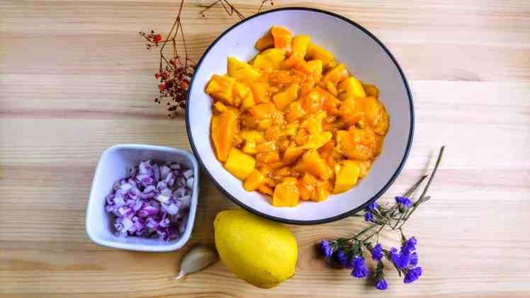 mango e cipolla a dadini