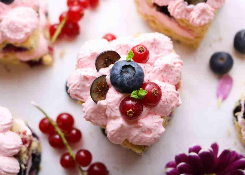 Mini Torte a Cuore ai Frutti di Bosco