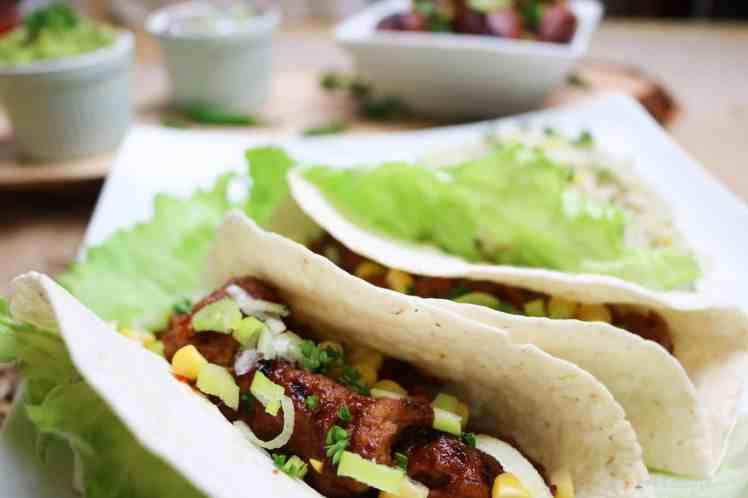 ali di seitan con salsa bbq in tacos
