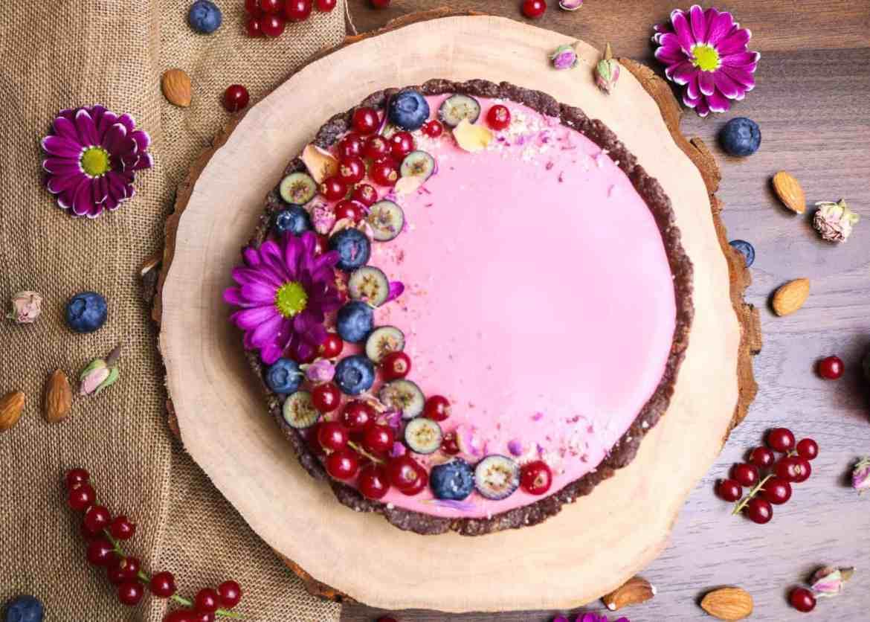 Crostata Crudista alle Fragole - Senza Glutine né Zuccheri Raffinati - Perfetta per San Valentino