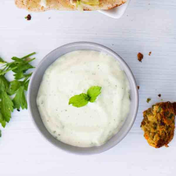 The Quickest Vegan Tzatziki Sauce FI