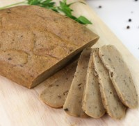 Turkey(less) loaf, vegan meat alternative that is also suitable for your gluten and soy free guests sliced on a wooden board
