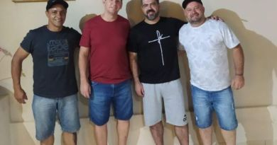 """Rogério, Gisnei, Edvar e Fábio, """"nós pedalamos e você doa"""""""