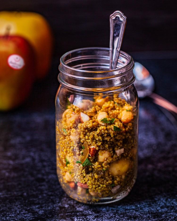 Ensalada de quinoa, garbanzos y manzana