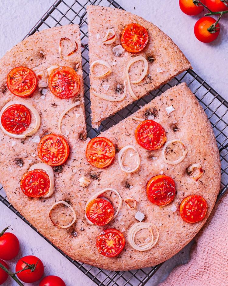 Focaccia integral de tomatitos cherry
