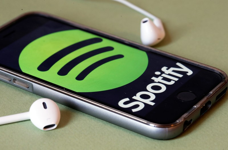 08-spotify-logo-headphones-billboard-1548.jpg