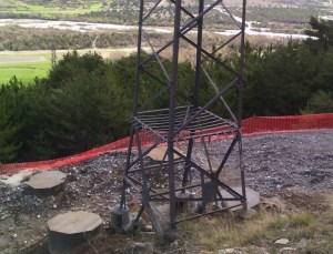 Pylone ancien et fondation