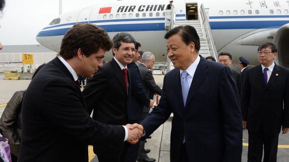 Recepção a Liu Yunshan no aeroporto Francisco Sá Carneiro