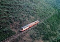 linha-do-tua-junho-de-1989-entre-abreiro-e-brunheda-comboio-regional-segue-em-direcc%cc%a7a%cc%83o-ao-tua-fotografia-neto-da-silva