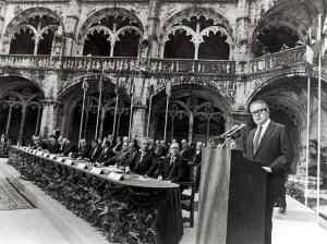 1985-06-12 Assinatura do tratado de adesão à CEE