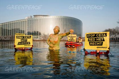 Greenpeace STOP CETA - Strasbourg France. Justice sinkng in front of the European Parliament building. © Eric de Mildt/Greenpeace All rights reserved