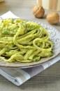 linguine con pesto de brócoli y nueces