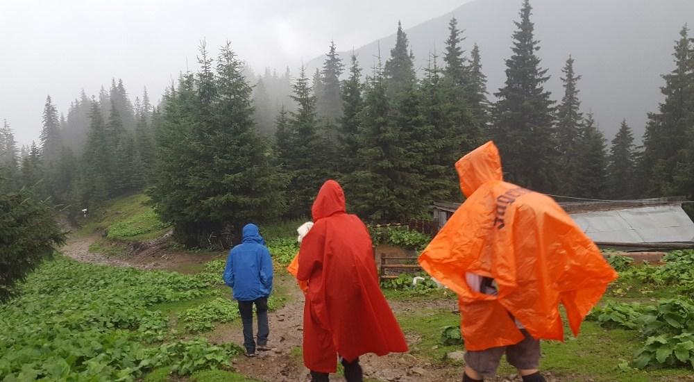 Aventuri in cinci Echipament ploaie munte