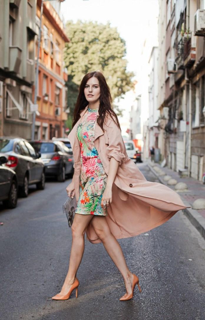 Viktoriya Sener SheInside Transparent Envelope Clutch Bag FRONT ROW SHOP duster coat MISSGUIDED dress ZARA pumps