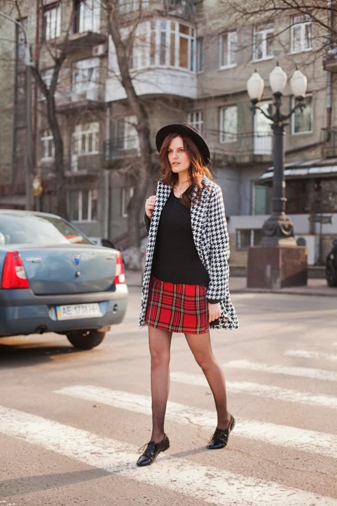 viktoriya-sener-street-style outfit-asos-tartan-skirt-sheinside-houdsthooth-coat-fashion-blogger-tiebow-tie-com