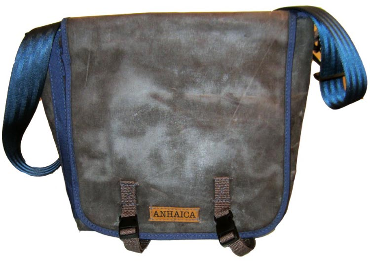 One of the great things about the boom in cycling is the accompanying boom in quality cycling accessories. A great example is the Anhaica Bagworks Messenger Bag and Pannier Hybrid.
