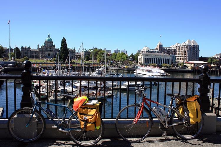 Our two fully loaded bikes - a classic old Bridgestone and a Devinci Rio with BionX assist for the heavy luggage - outside Earl's in downtown Victoria