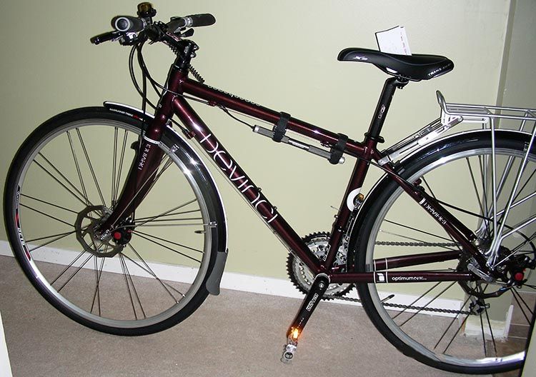 How to Set Up a Commuter Bike. This Devinci Copenhagen bike is an example of a very good hybrid bike. I used this bike for commuting for years. This bike has most of the items I recommend for bike commuting: wrap-around fenders, bell, lights, reflectors, and bike rack.