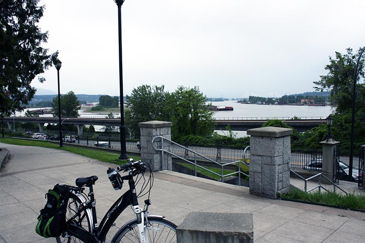 You can stop your bike on Victoria Hill and enjoy wonderful views over the Fraser River. There's even a bench to sit on!