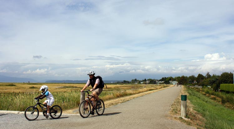 If you have a training buddy, your long Sunday bike ride can be even more fun as you can plan a destination ride: for example, pick out a restaurant you want to go to, and stop over for a coffee or a meal. The off road West Dyke Trail is completely safe for the whole family