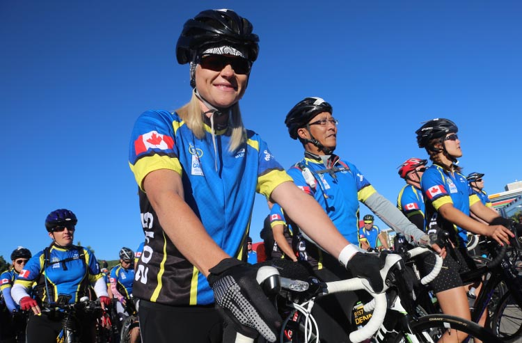 Exciting moments as riders prepare to start a race that most have been preparing for for many months - the Enbridge Ride to Conquer Cancer!