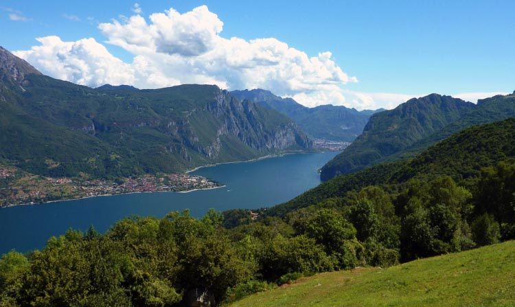 Lake Como in northern Italy is a must-visit for a unique cycling experience. 5 Incredible Natural Cycling Locations