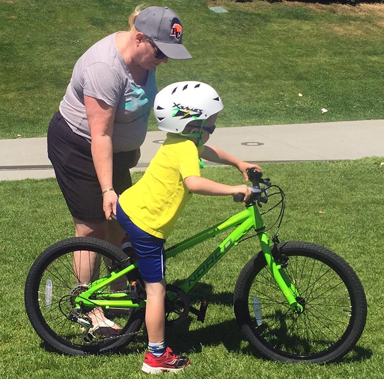 8 Steps to Teach a Child to Ride a Bike. Teach your child how to get on their bike. They can practice as you hold the bike steady. How to teach a child to ride a bike