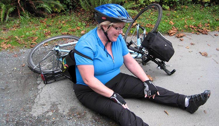 How to set up a commuter bike. You don't have to clip into your pedals if that makes you uncomfortable - or makes you fall over! This is why we don't go clipless ...