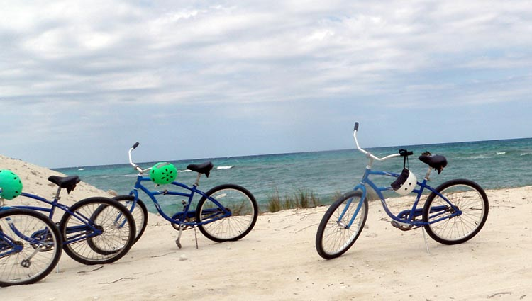 How to protect youself when cycling in the summer sun - Bikes on the beach in Florida