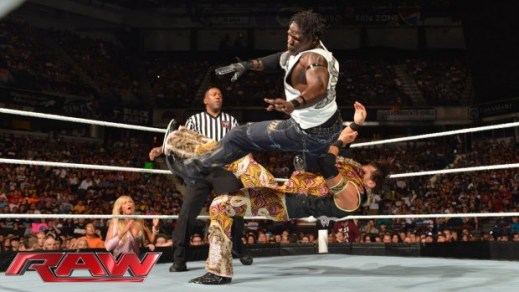 r-truth-vs-fandango-raw-august-12-2013-620x350