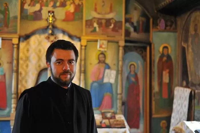 Părintele Miron în capelă